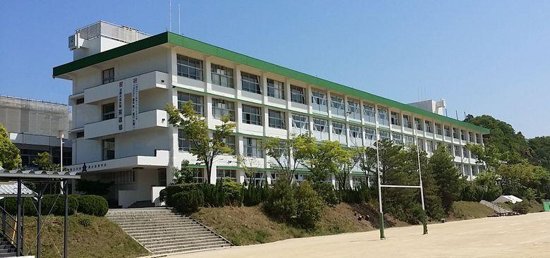 川西緑台高等学校